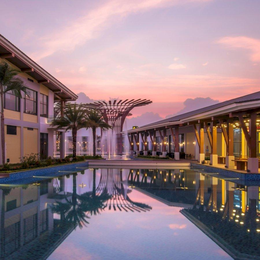 Combo VinOASIS Phú Quốc: 02 đêm nghỉ + Ăn ba bữa + Vinpearl Land/Safari không giới hạn + Đón tiễn sân bay Phú Quốc