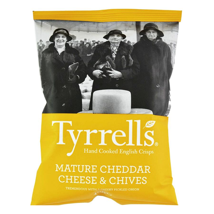 Khoai Tây Chiên Tyrrells Mature Cheddar Cheese Chives Hand Cooked Crips (40g)